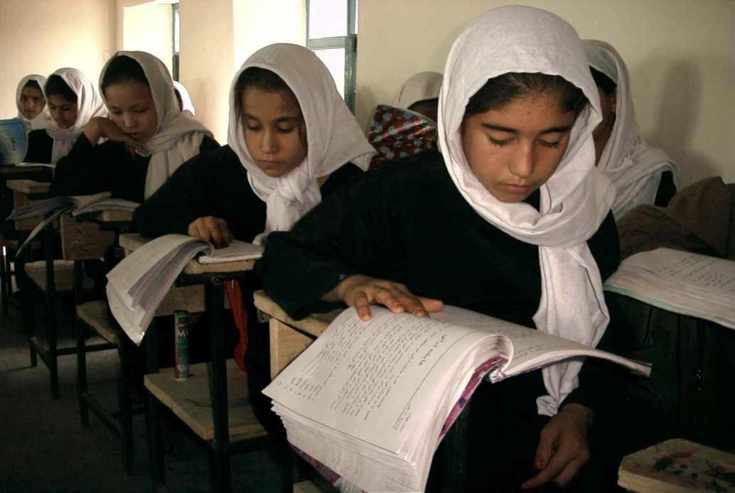 Niñas en una escuela de la provincia afgana de Samangán en 2006.